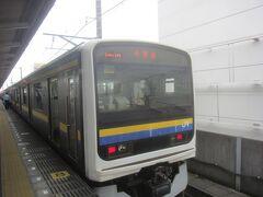 ホームに上ると既に千葉行の電車がスタンバイ LUCKY!