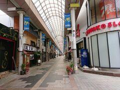 武井神社からまた路地を通ってやってきたのは、権堂の商店街。 アーケードの昭和の商店街です。
