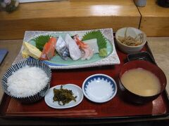 新鮮な魚介類を使った刺身定食