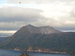 摩周岳。 第一展望台からは火口壁が見えます。