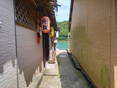 トウヤ。 家屋と家屋の間が狭い小路。 集落内にいくつもあり、歩いているとすれ違うのもやっと。