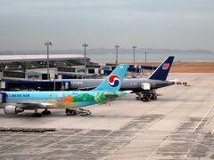 今日の機体です。台北行きの経由便。 金曜日にフレックスを使って15時退社で空港に向かった。