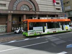 松山市内は地下鉄はありませんが、路面電車が走っているので、 早速これに乗って移動です。