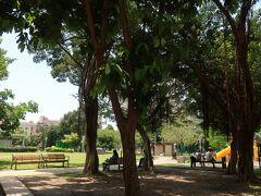 「小器食堂」の道向かいにある【建成公園】  子供用の遊具とかがある広ーい公園です。