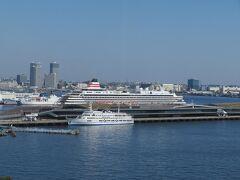 横浜港大さん橋には飛鳥Ⅱが接岸中