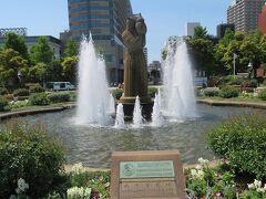 山下公園の噴水と水の守護神像