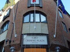 ホーフ通りに入った所には4つ星ホテルのクラウンプラザ ホテル ブルッヘが堂々と建っています。
