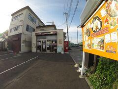 駅前にあるひときわ目を引く「ネパールインドレストラン エベレスト」 なんと、Tagucyanさま、以前にここで食事されています。流石です。  ↓その時のTagucyanさまの旅行記 毎年春の恒例行事 野球観戦を兼ねて仙台へ【その2】 普段とは違うルートで野球場へ 観戦後地産のうまいものを食す https://4travel.jp/travelogue/11495988