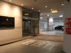 品川イーストワンタワーの地下駐車場へ。 1泊2,500円。  タイムズ品川イーストワンタワー https://times-info.net/P13-tokyo/C103/park-detail-BUK0046536/