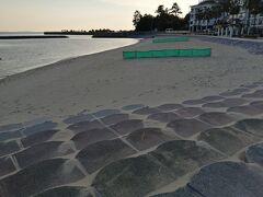 吉良ワイキキビーチと言われている、宮崎海水浴場。 シーズンオフでも、サラサラ砂でごみがないきれいなビーチでした。