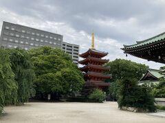 五重塔もあります  この辺りはお寺さんがいっぱいあって、まだまだ見たいのですが、時間切れ しかし福岡空港近くて便利過ぎますね こんな時間に空港に行けるってすごいわ