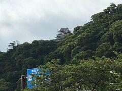 早朝からのお散歩です。 熱海城が見えました。