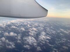 石垣空港から宮古空港へ 飛んだら着いてのあっという間のフライトです。  チケットはスカイチケットで手数料込の13,300円でした。