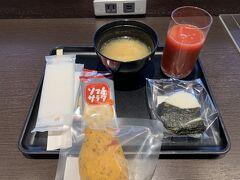出発はいつもの羽田空港のDPラウンジ。 コロナ禍でアルコールがなくなったのは寂しいが、致し方なし。 出発!