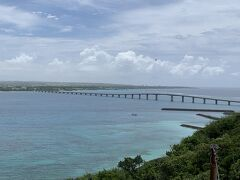 竜宮城展望台からの眺め。 与那覇前浜から本島が見渡せます。