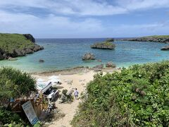 カヤッファ(中ノ島)ビーチ。 小さいながら下地島では人気のビーチ。 入江になっているので波や風の心配がなく、シュノーケリングなど安全に楽しめます。