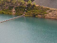 日が陰るとこんな色に。Σ(゚Д゚ υ)  もはや奥四万湖もタダの池状態。。。