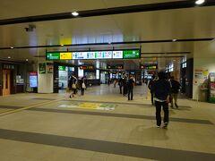 手にしているのは仙台市内行きの乗車券。 これから向かう宮城野原駅までそれで行けるので、まっすぐ仙石線のホームに向かう。 もうすっかり仙台駅の構造は頭に入っているので(笑)、案内看板も見ないですいすいとそちらの方へ。