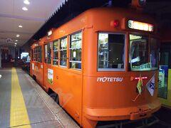 昔ながらのタイプの路面電車がやってきていました