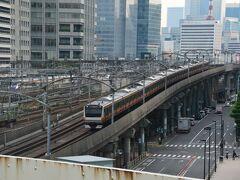 帰路、首都高から東京駅方面です。 中央線と上野東京ラインの高架工事のとき首都高が邪魔でよけるため800億円余計に工事費用がかったという話を聞きました。 その時は首都高を壊して別の場所を迂回させりゃいいじゃないかと思いましたが、ここは都心環状線の1部で重要幹線だったんですね。 もし神田橋~江戸橋間が無かったら浜崎橋を回らねばならないので不便極まりないですね。(上野から東京に行くのに新宿・渋谷を回らなくちゃいけない、ってのと同じことです)でも上手く収まって良かった。JRさんGJ!! でもここで大金を使ったのでコロナで客が減って大赤字なんでしょう。  *この旅行記はまだ書きかけです。逐次加筆修正を行います。