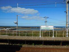 お隣の笠島駅で降ります。 ここもなかなかの立地です。