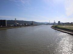 川内川にかかる陸橋を渡り終えたら川内駅です。