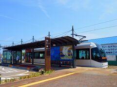 富山ライトレールは、車両・駅デザインともに、なかなか先進的でカッコイイ!
