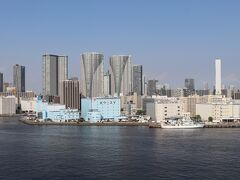 隅田川。 対岸は勝どきの倉庫と晴海のタワマン。