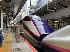 今回の旅の出発地点は東京駅です。 出発日の6月11日の金曜日の朝は通勤・通学客で混雑する在来線と比較して、新幹線はコロナ禍の影響で閑散としていました。 9時24分発の山形新幹線『つばさ131号』に乗車しました。 途中福島駅まで東北新幹線『やまびこ131号』に併結されます。