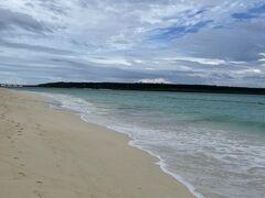 翌朝のホテル前のビーチです。