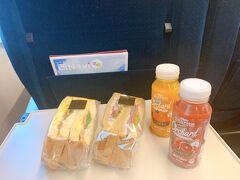 2021年6月9日(水) はくたか557号 東京駅9:32発 駅構内で購入したサンドイッチで朝食を済ませました