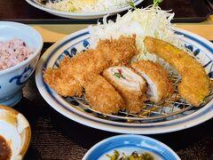 せっかく別府に来たけれど、大好きな「濱かつ」を見つけたのでランチはとんかつにします♪(食べたのはチキンカツと梅ミルフィーユカツのセットでしたが。) チェーン店ですが東京には1店舗しかなくて、九州でしか食べられない印象です。 リンガーハットもそうですが、こだわりのドレッシングが美味しかったり、ゴマを自分ですってソースと混ぜるのとか、良いんですよね~。 美味しかった!