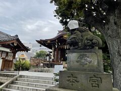 お腹もいっぱいになり、周辺散歩。 大鳥神社まで歩いてみました。 酉の市の時期には賑わう神社です。  ▼2019年の酉の市御朱印巡り日記 https://4travel.jp/travelogue/11565158  なんと、狛犬がマスクしてました!