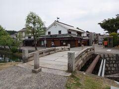 美観地区の南端、高砂橋。  このあたりでは、タリーズとデニムストリートの一部は営業していました。