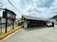 自宅から1時間で11:30頃阪急松尾大社駅へ到着。 大阪メトロと阪急で乗り換え3回もありましたが、 さすが日本の鉄道! 時刻表通りのぴったしカンカン←若い人は知らんやろね  松尾大社は以前に来た事があるので今回はパス。 駅を出て、松尾さんとは反対方向へ歩きます。