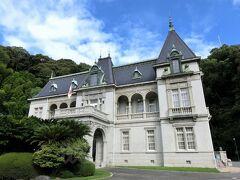 【萬翠荘】(国重要文化財) 松山藩主の主家の子孫であり伯爵の地位を得ていた久松定謨が1922年に別邸として建築したフランス・ルネサンス様式の洋館。  松山2日目は、ここからスタート。ホテルとは目と鼻の先という近さ。 チェックアウト前にさっくり観光してきました(\300/大人)