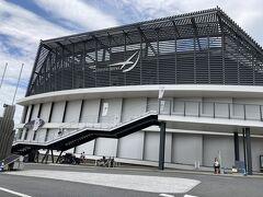 昨日は高崎アリーナの全体がわからなかったので一枚。  高崎駅南側の工場の跡地に建てられたアリーナです。