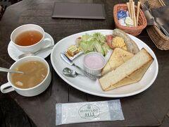 モーニング 1,000円 コーヒー/紅茶のおかわりはセルフで スープもセルフです 普通においしいモーニングですかね 期待値高すぎた系ですね