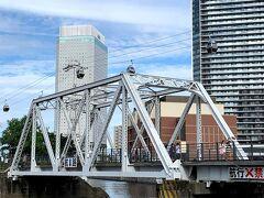 今回の横浜散歩の目的の一つが「YOKOHAMA AIR CABIN」! 「汽車道」を歩いたって1㌔もないんだけど(^^;;