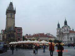着きました~ 「プラハ歴史地区」として世界遺産にも登録されてる 建造物がたくさんある「旧市街広場」