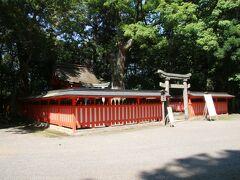 八坂神社と養蚕神社が合祀されている神社で、よく敷地内に摂末社がいくつもある神社は見ますが、一つの社に二つの神社が合祀されている神社は初めて見ました。とても珍しいのかな、と思います。というか知っている限り他に聞いた事ないので・・・。 令和2年に塗り替えられたようで赤く輝いていました。