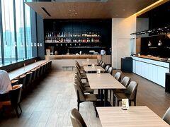 朝食はホテル内のレストラン・ビストロチャイナ「ENCORE」で♪♪ 平日とはいえ…他にお客さんがゼンゼン居ない これもコロナの影響なんだろうなぁ