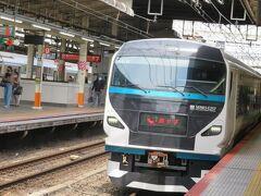 特急踊り子13号がE257系の14両編成で入って来ました。 前9両が伊豆急下田行き、後ろ5両が修善寺行き。