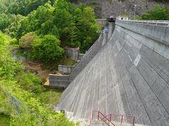 野沢温泉からは、小布施や須坂のような魅力ある街を素通りしひたすら南下。 35年ぶりの菅平高原を横目で見ながら、最後の目的地「菅平ダム」へ。
