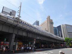 タクシーで新橋駅に移動。