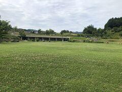 キトラ壁画を見に行く 芝生広場が広がっている