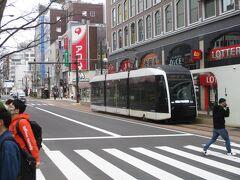 札幌市電の本格的なサイドリザベーション区間(道の端を路面電車が走る)を見学  https://youtu.be/3IAOblvEYq8