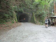 これが、映画「伊豆の踊子」にも登場する旧天城トンネルです。