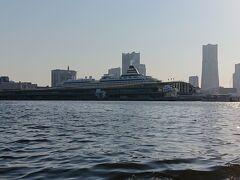 続いて、「横浜港大さん橋国際客船ターミナル」。