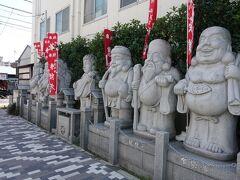 菖蒲七福神 微笑ましい感じです。 ついつい記念写真を撮りたくなるスポットです。